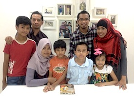 Left to right: Sophian Nur Hilmi (Rhaimie's second son), Rhaimie, Siti Haida (Rhaimie's wife), Ilhan Nur Iman (Rhaimie's youngest) Muhd Amirul Adeeb (Rizal's eldest), Rizal, Nadya Syazwani (Rizal's youngest) and Analizah (Rizal's wife). Rhaimie's eldest, is not in the picture.