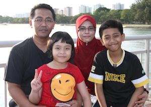 (L-R): Zailani, Nur Aqidah, Norziah and Muhaimin at Bedok Jetty.
