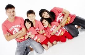 Blogger Patrick Pang and his happy family, posing for the camera.