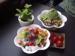 375px-Korean_shaved_ice-Patbingsu-Nokcha_bingsu-Cherry_tomatoes