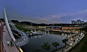 Have scenic picnics at Punggol Waterway Park. Don't forget your kite!