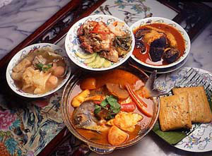 Enjoy Peranakan cuisine together. (Photo source: http://www.guanhoesoon.com)